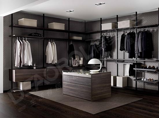 衣柜自然是为居家装饰和衣服收纳的重要家具